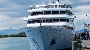 Captain Cook Cruises MV Reef Endeavour